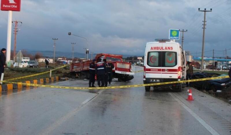 Kastamonu'da otomobil kamyona çarptı, 3 uzman çavuş öldü, 2 kişi yaralandı