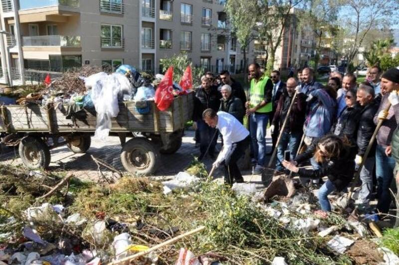 CHP'li aday, mahalleleri dolaşıp çöp topladı