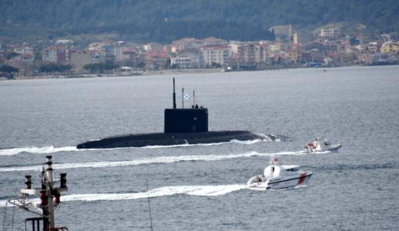 Rus Denizaltısı 'Veliky Novgorod' Çanakkale Boğazı'ndan geçti