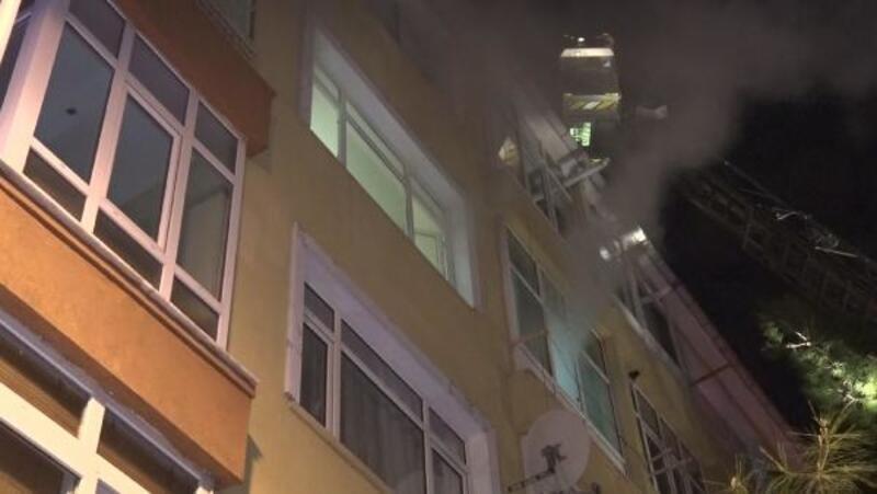 Yangın çıkan dairedeki kediyi itfaiye kurtardı