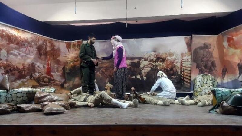 Öğrencilerden 'Kınalı Hasan' tiyatrosu
