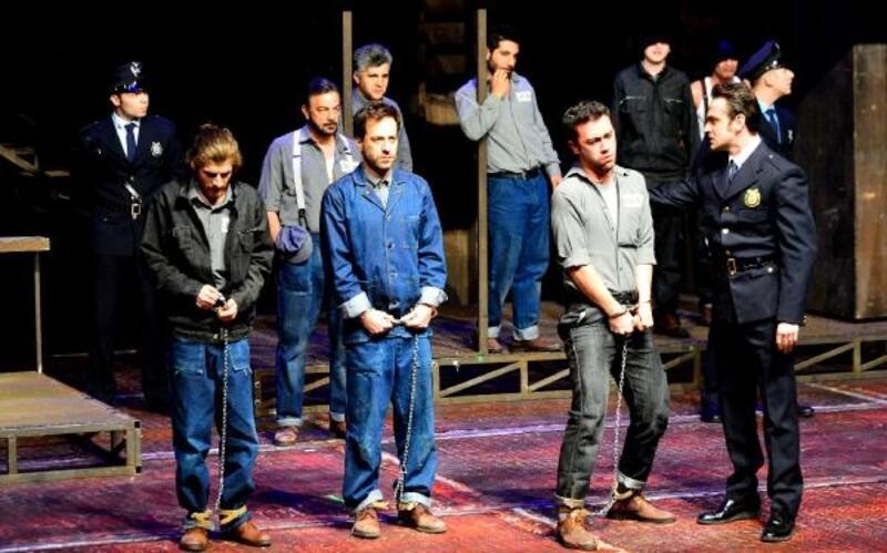 Esaretin Bedeli, Dünya Tiyatro Günü'nde Beylikdüzü'nde sahnelendi