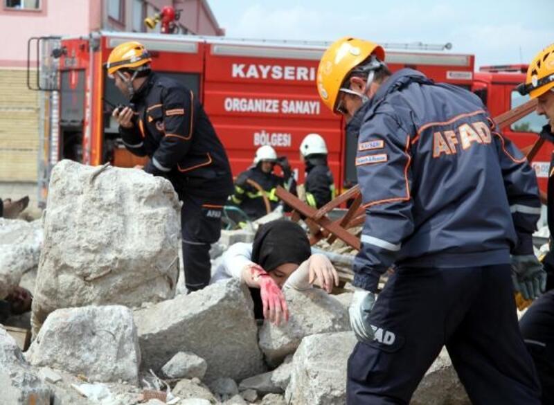 Kayseri'de deprem, yangın ve kurtarma tatbikatı