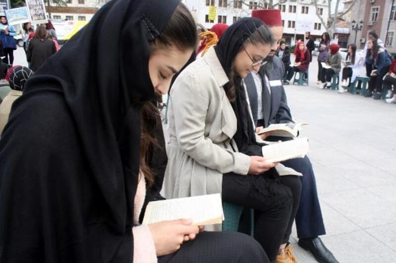 Tokat'ta öğrenciler farkındalık için meydanda kitap okudu