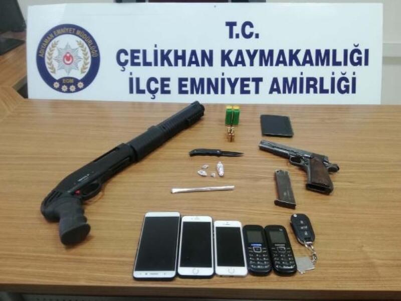 Çelikhan'da silah ve kaçak telefona 3 gözaltı