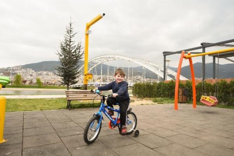 Çocuk parkları 24 saat gözetim altında olacak