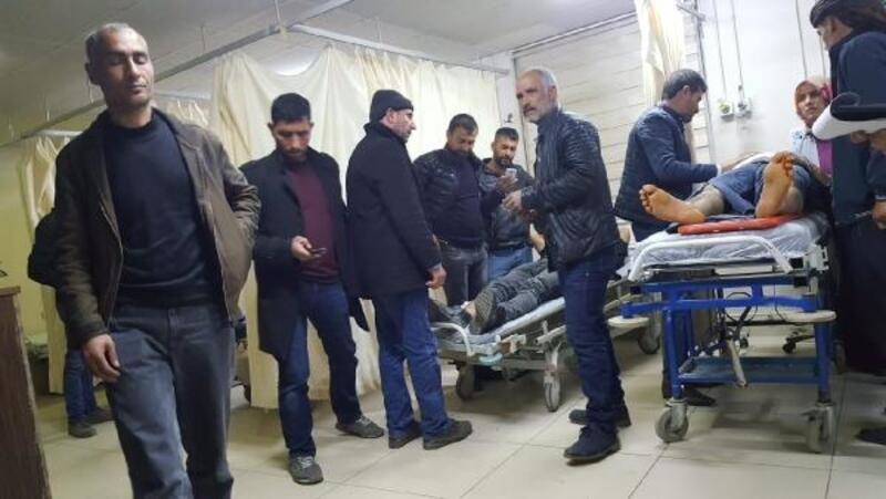 Diyarbakır'da CHP'lileri taşıyan minibüse, otomobil çarptı: 7 yaralı