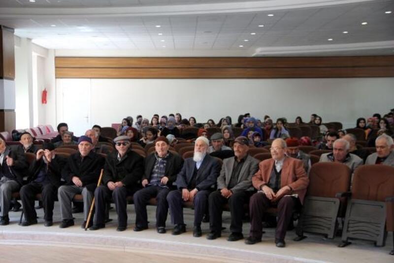 Sivas'ta yaşlılar paneli düzenledi