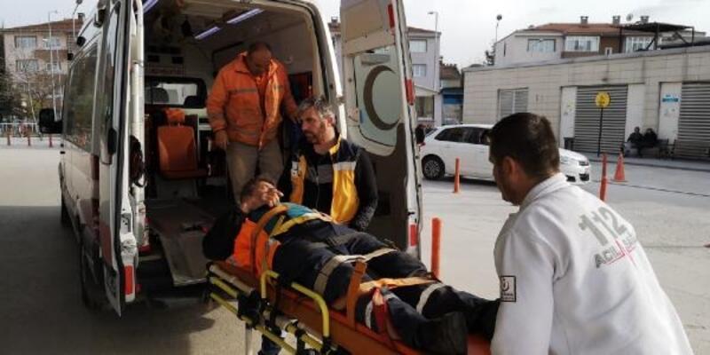 Otomobil ile çarpışan kamyon devrildi: 3 yaralı