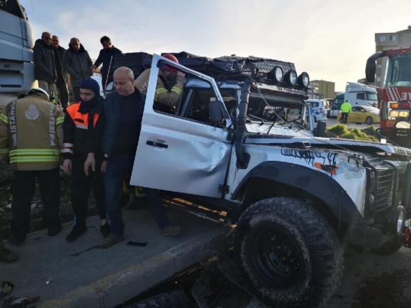 Ataşehir'de iki araç çarpıştı: 2 yaralı