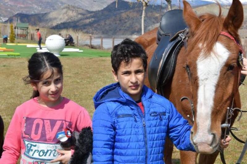 Tunceli'de at biniciliği tesisi kuruldu