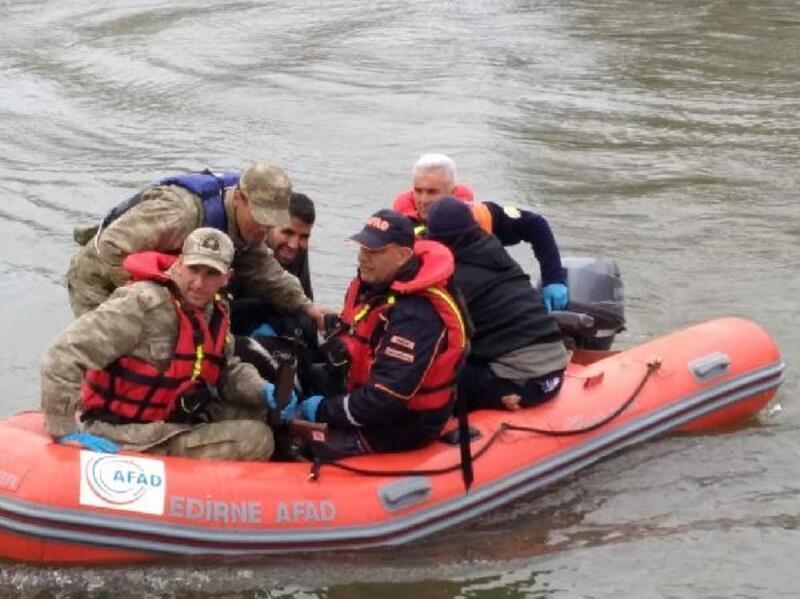 Meriç Nehri'ndeki adacıkta saklanan 13 kaçak göçmen yakalandı