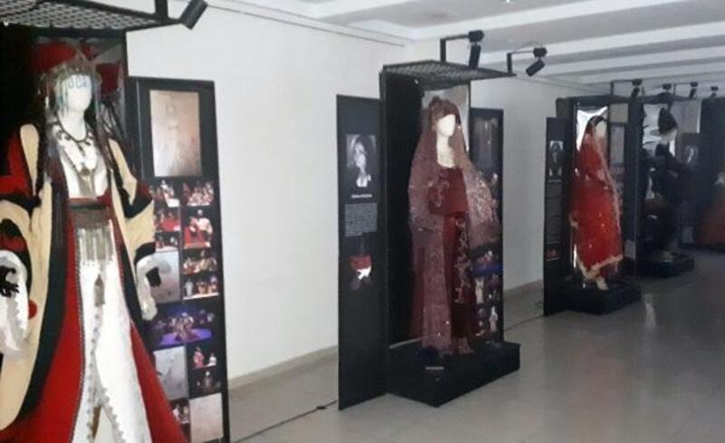 Kadın tasarımcılardan 'kostüm' sergisi