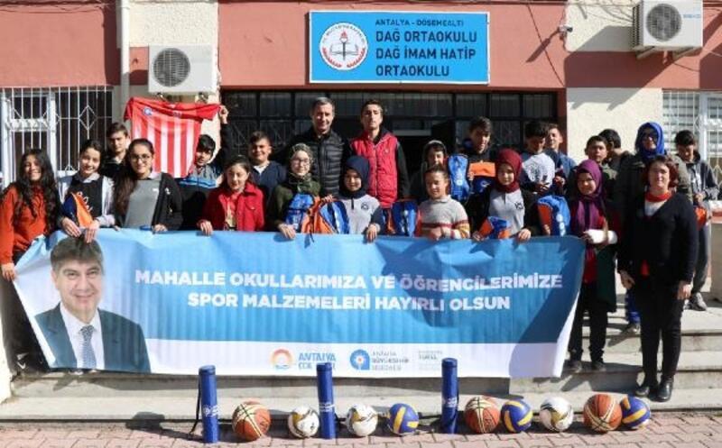 Büyükşehir'den çocuklara sporu sevdiren yardım