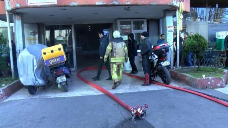 Fotoğraf//Sarıyer'de motosikletin aküsü patladı iş merkezini dumanlar kapladı