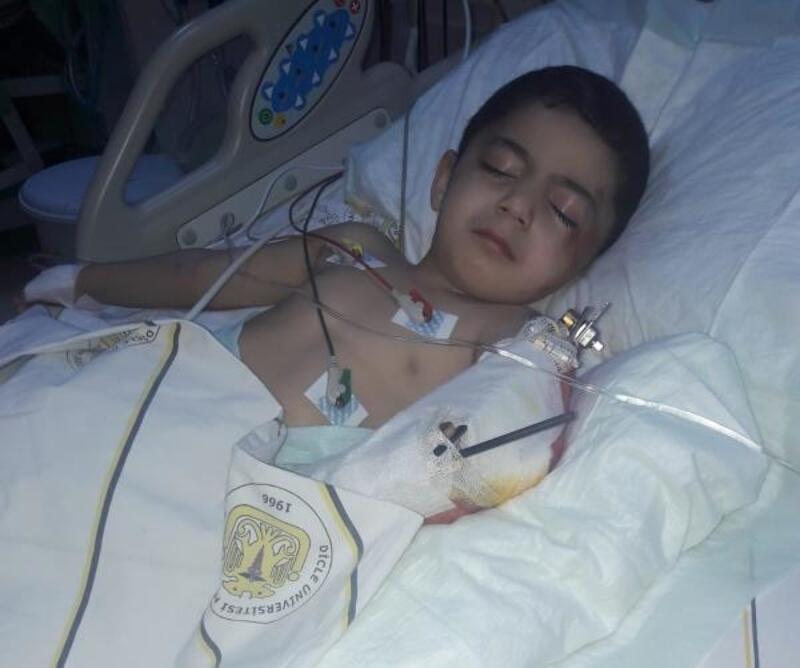 Kamyonun çarptığı Muhammed Yasin'in yaşam savaşı veriyor
