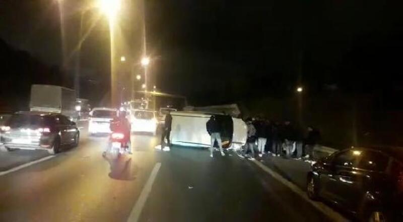 Sultangazi'de kaza yapan araç sürüklendi: 2  yaralı