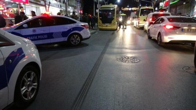 Sultangazi'de ters yönde ilerleyen minibüsün çarptığı kişi ağır yaralandı