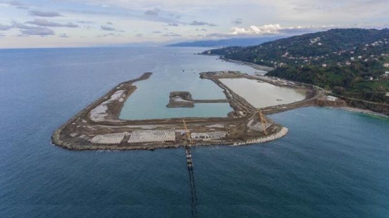 Rize-Artvin Havalimanı'nda denize 20,5 milyon ton taş döküldü
