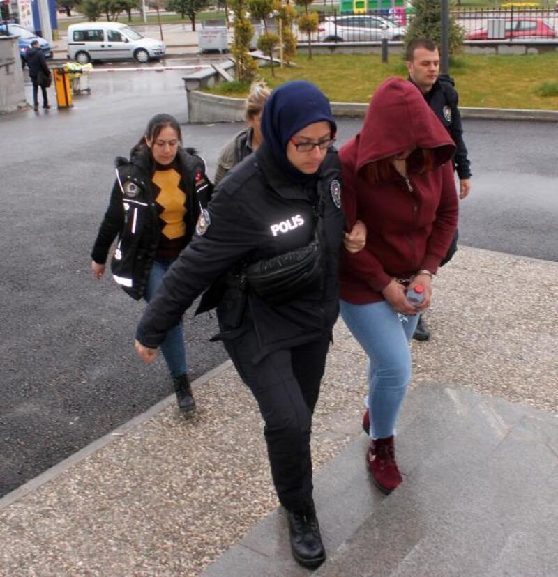 Kargoyla uyuşturucu ticaretine 5 tutuklama