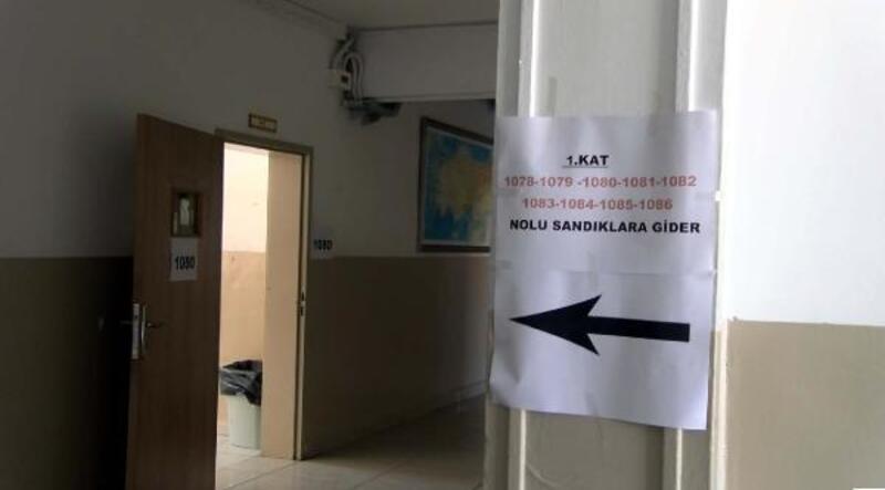 Ankara'da oy kullanma kabinleri ve sandıklar sınıflara yerleştirildi