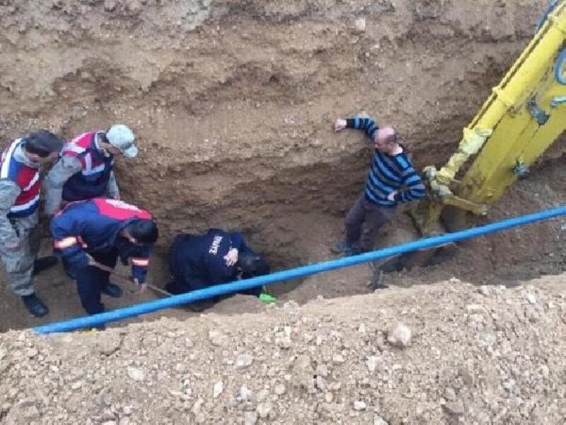 Toprak yığını altında kalan işçiyi itfaiye kurtardı