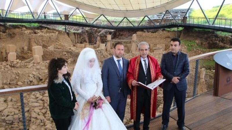 Genç çift, Göbeklitepe'de nikah kıydı