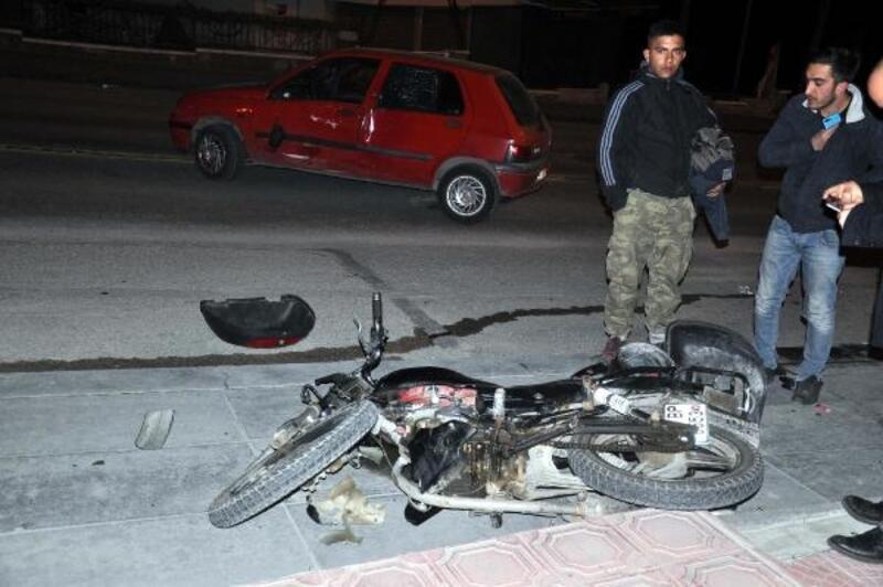 Otomobil ve motosiklet çarpıştı: 3 yaralı