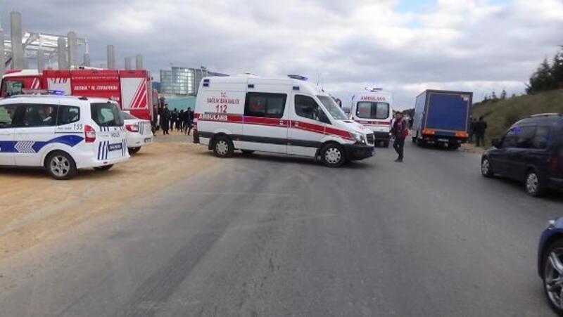 Tuzla'da iki otomobil kafa kafaya çarpıştı: 1 ölü, 5 yaralı