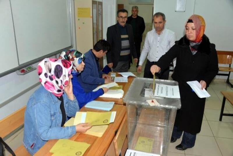 Kahramanmaraş'ta oy verme işlemi başladı