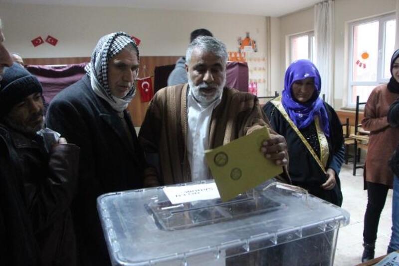 Şanlıurfa'da oy verme işlemi başladı