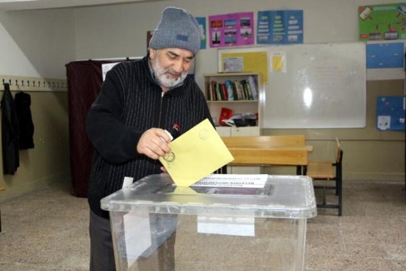 Tokat'ta oy kullanma işlemi başladı