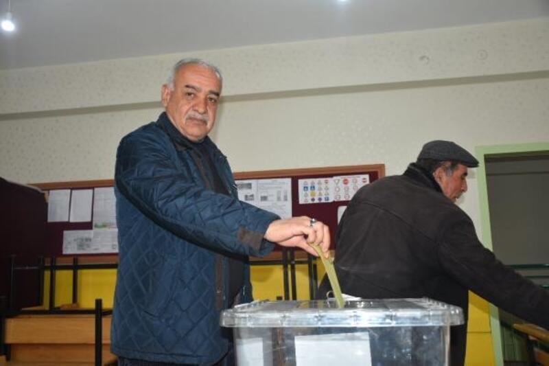 Malatya'da seçmen, 2 bin 86 sandıkta oy kullanıyor