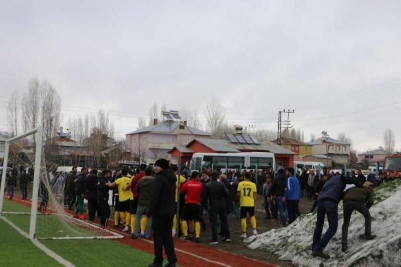 Muş'ta amatör maçta kavga