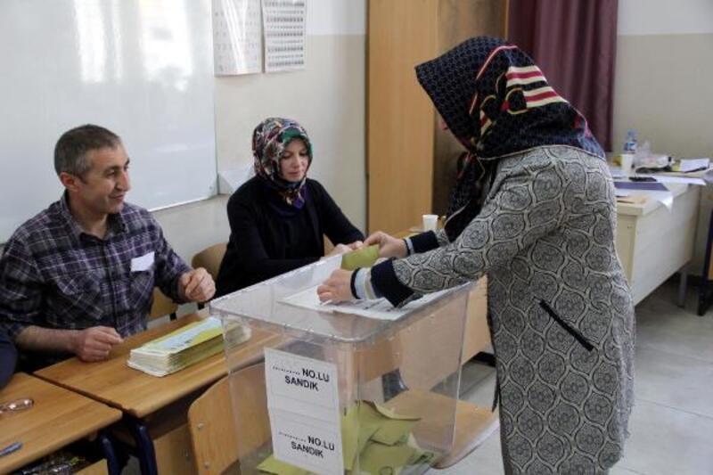 Kayseri'de seçmenler sandık başında
