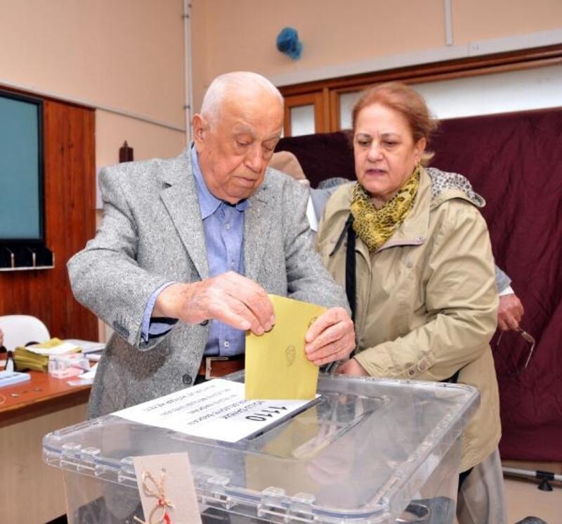 Antalya'da seçmen sandık başına gitti