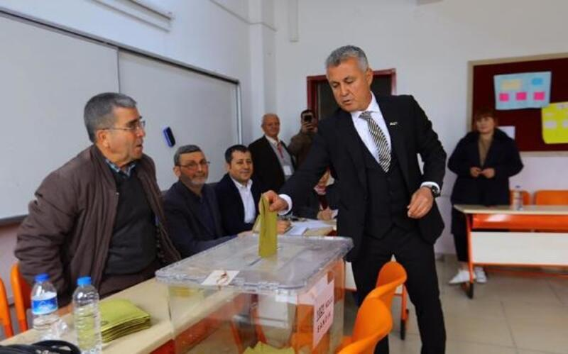 Başkan Sözen ailesiyle oy kullandı