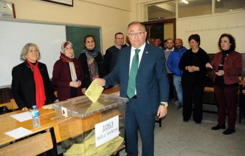 Yerel seçimin2014'te tekrarlandığıYalova'da seçmen, sandık başına gitti