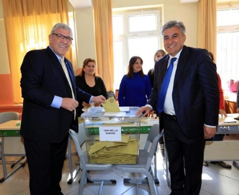 İYİ Parti'li Dervişoğlu ve CHP'li aday, aynı sandıkta oy kullandı