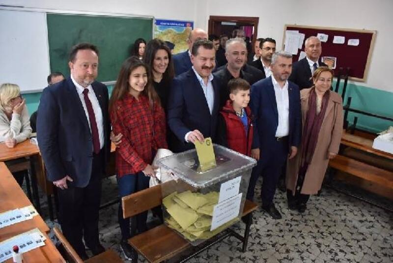 Balıkesir'de Büyükşehir Başkan adayları oylarını kullandı