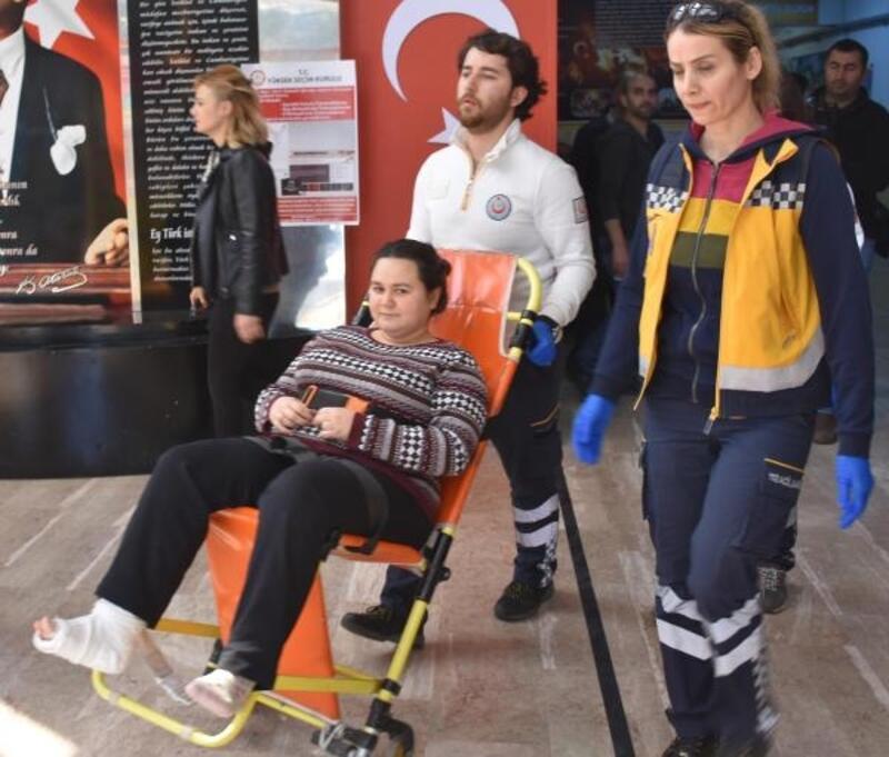 Oyunu sağlık ekiplerinin yardımıyla kullandı