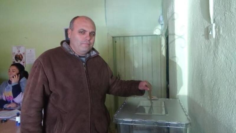 11 seçmenli köyde oy verme işlemi 1saatte bitti