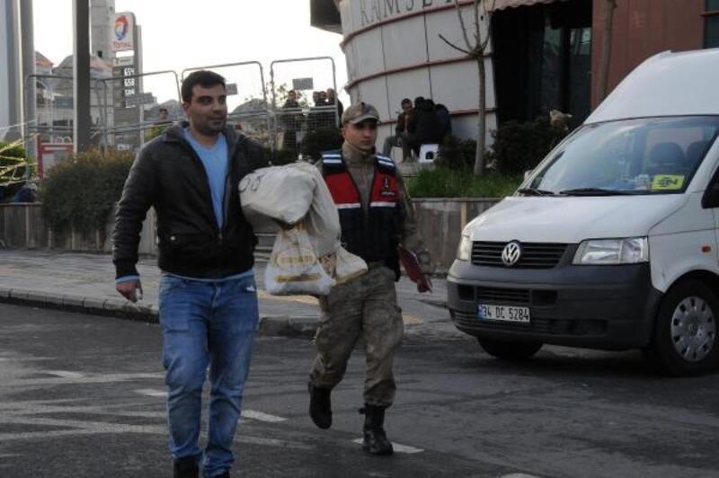 Diyarbakır'da sayılan oylar, seçim kurullarına götürülüyor