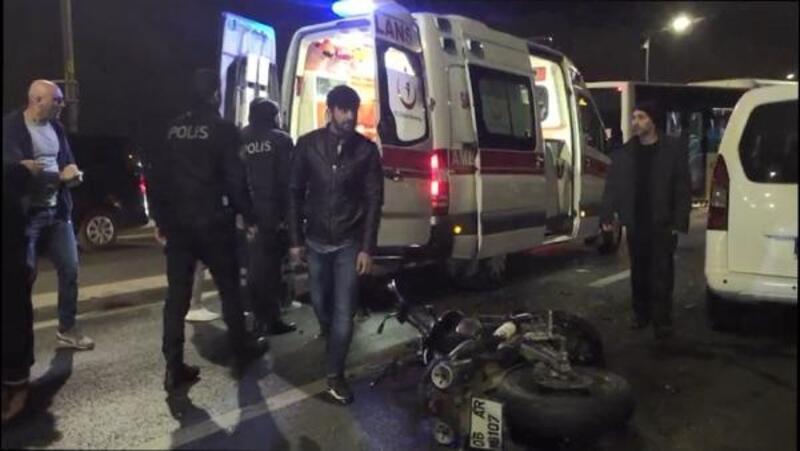 Üsküdar'da motosiklet otomobille çarpıştı: 2 yaralı