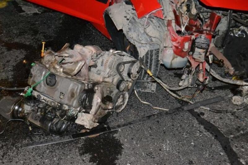 D-100'de meydana gelen kazada aracın motoru yerinden fırladı