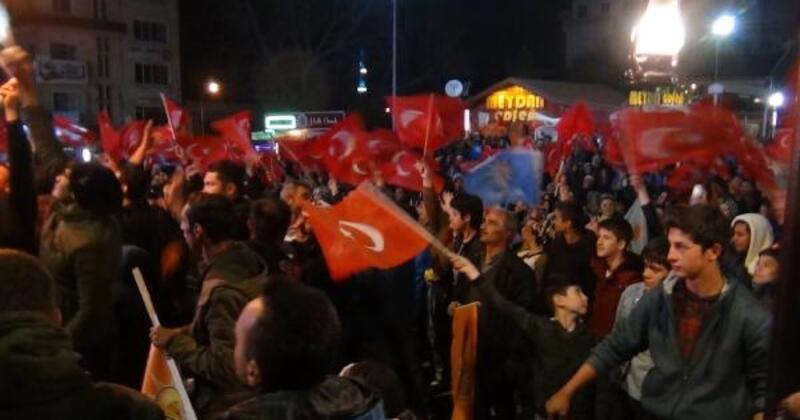 Simav'da, AK Parti'li Biçer'in seçilmesi 41 pare top atışıyla kutlandı