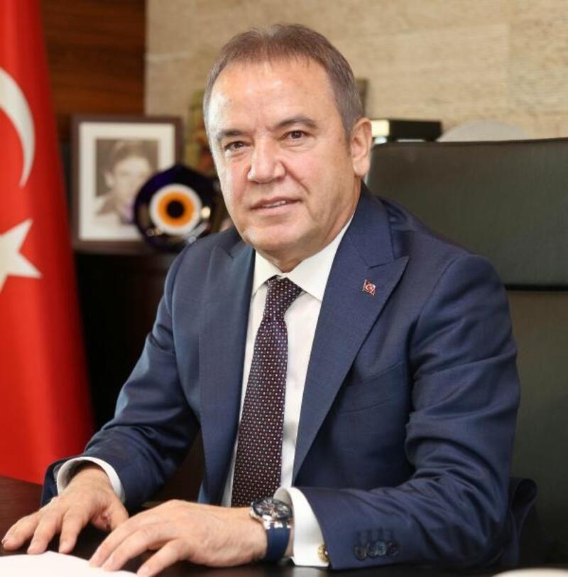 Antalya'da CHP'li Muhittin Böcek kazandı