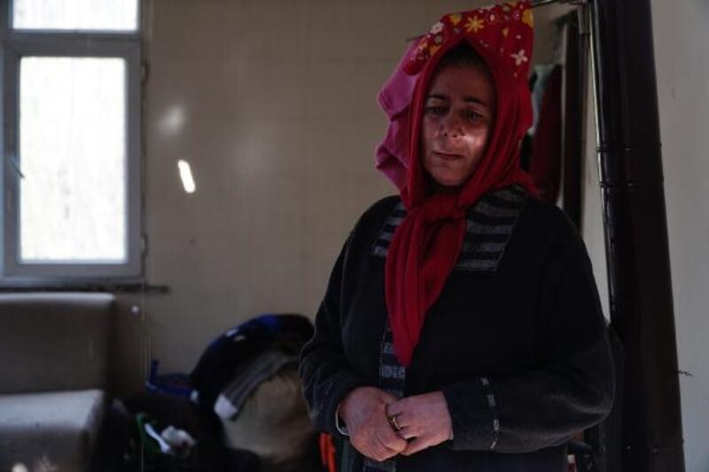 Sultangazi'de gecekondunun çatısı alev alev yandı