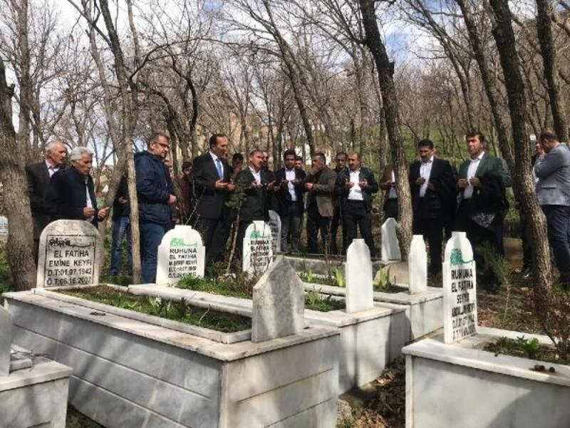 Şemdinli'nin yeni başkanından Ahmet Budak'ın mezarına ziyaret