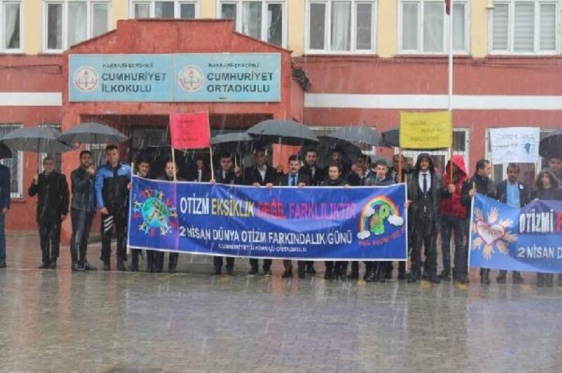 Şemdinli'de, 'Otizm Farkındalık Günü' yürüyüşü